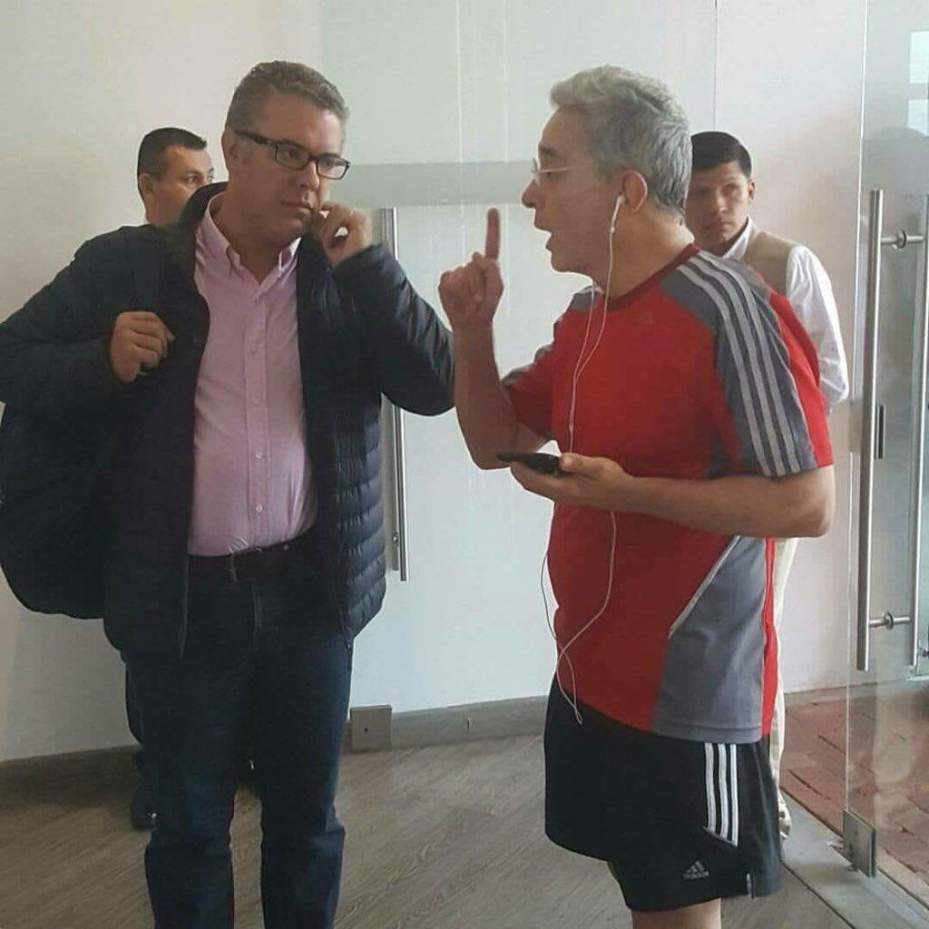 Resultado de imagen para Uribe regaña a Duque