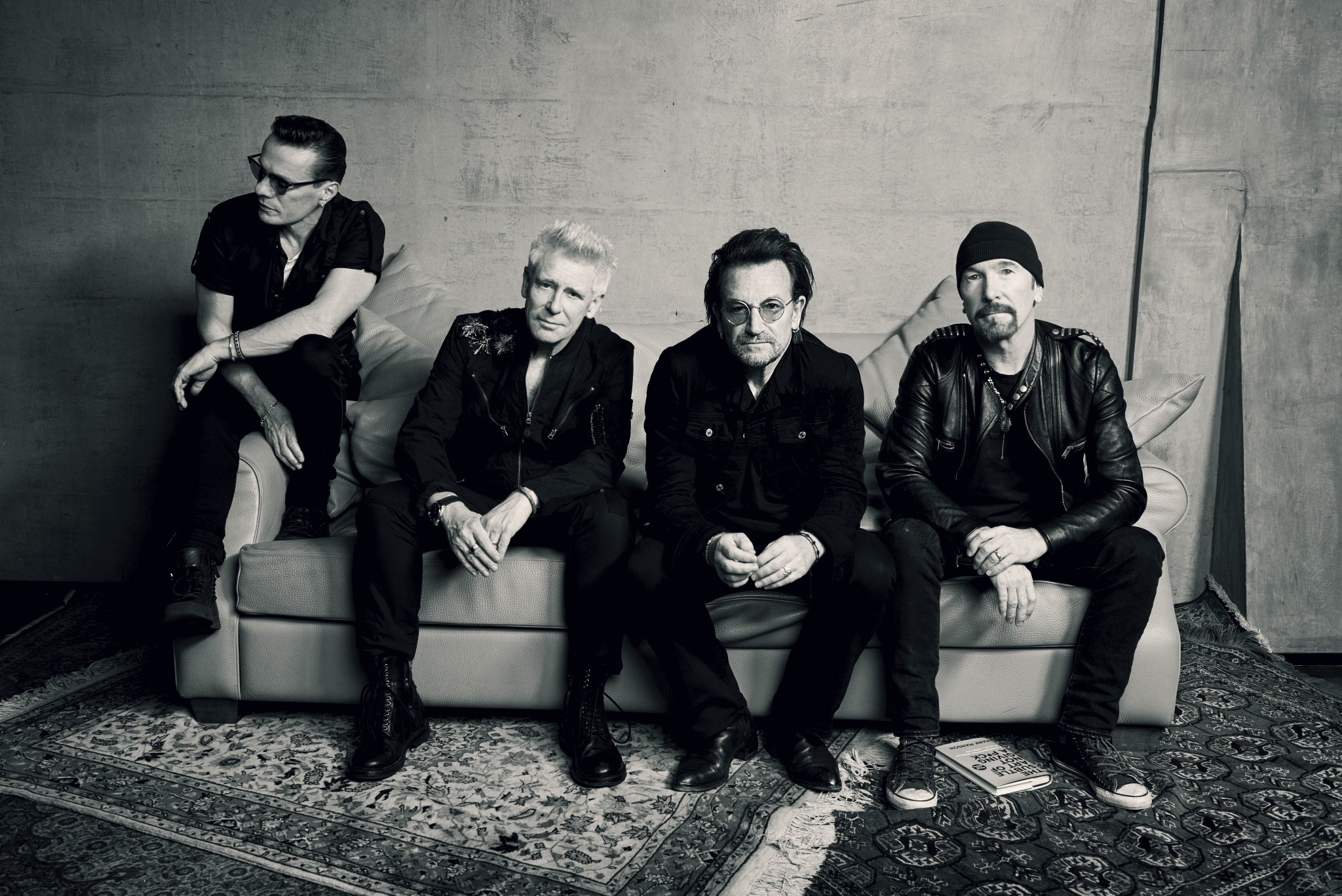 U2 are playing a show exclusively for SiriusXM subscribers at Harlem's Apollo Theater https://t.co/vK737fQGRU https://t.co/X3c5jWuKdJ