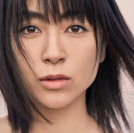 "Utada Hikaru >> álbum ""Hatsukoi"" - Página 6 DdQrb4SU0AAA9xb"