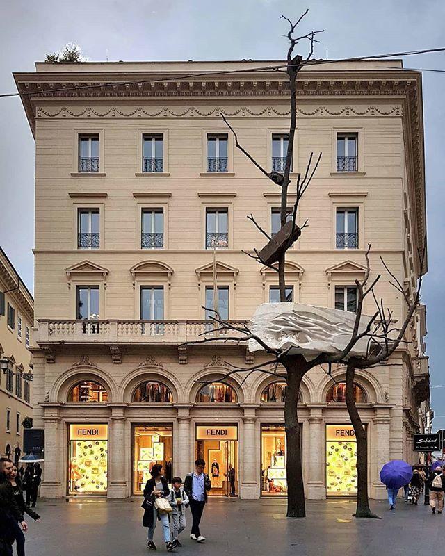 #GiuseppePenone #FoglieadiPietra #Rome #sculpture #bronze #fendi https://t.co/KoEVzuoauU