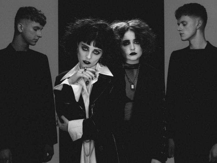 Hear @palewaves' brand new single 'Kiss.' https://t.co/polcseDGsM https://t.co/Cp3kGC8BOh