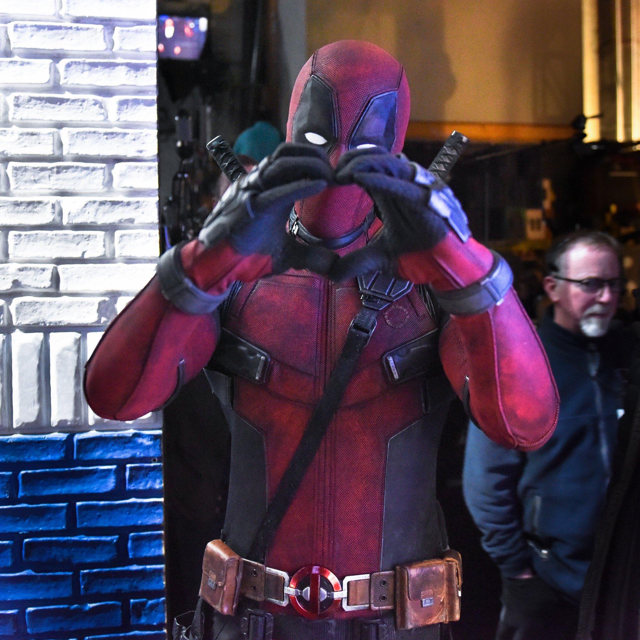 Tonight! Lighthearted high jinks with Deadpool! (Seen hear strangling Vanisher.) @deadpoolmovie #LSSC https://t.co/wgTkkDjD5q
