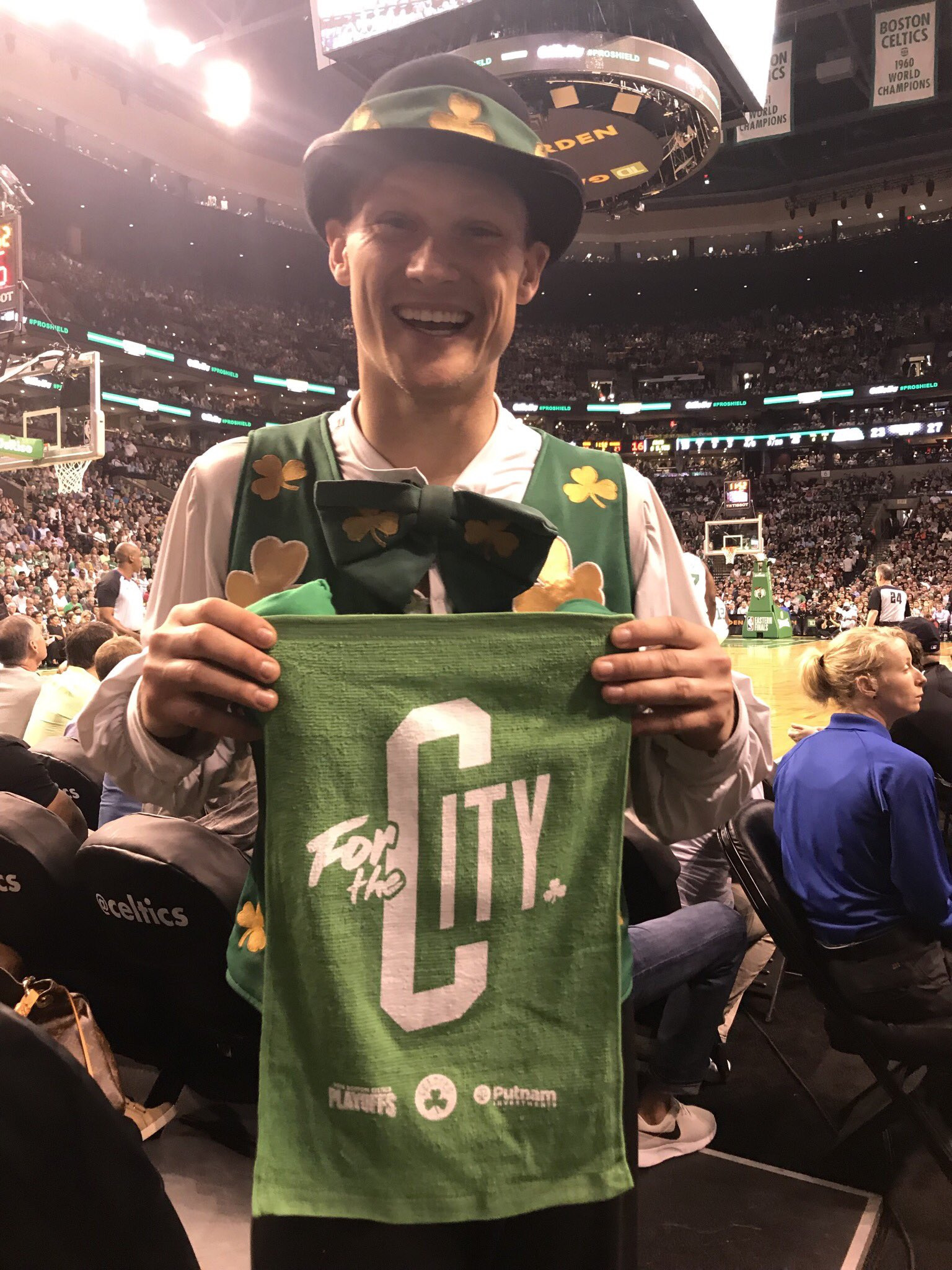 We've got some work to do in the second half.  Get your rally towels courtesy of @ArbellaIns & @PutnamToday ready! https://t.co/0cL0DviLFM