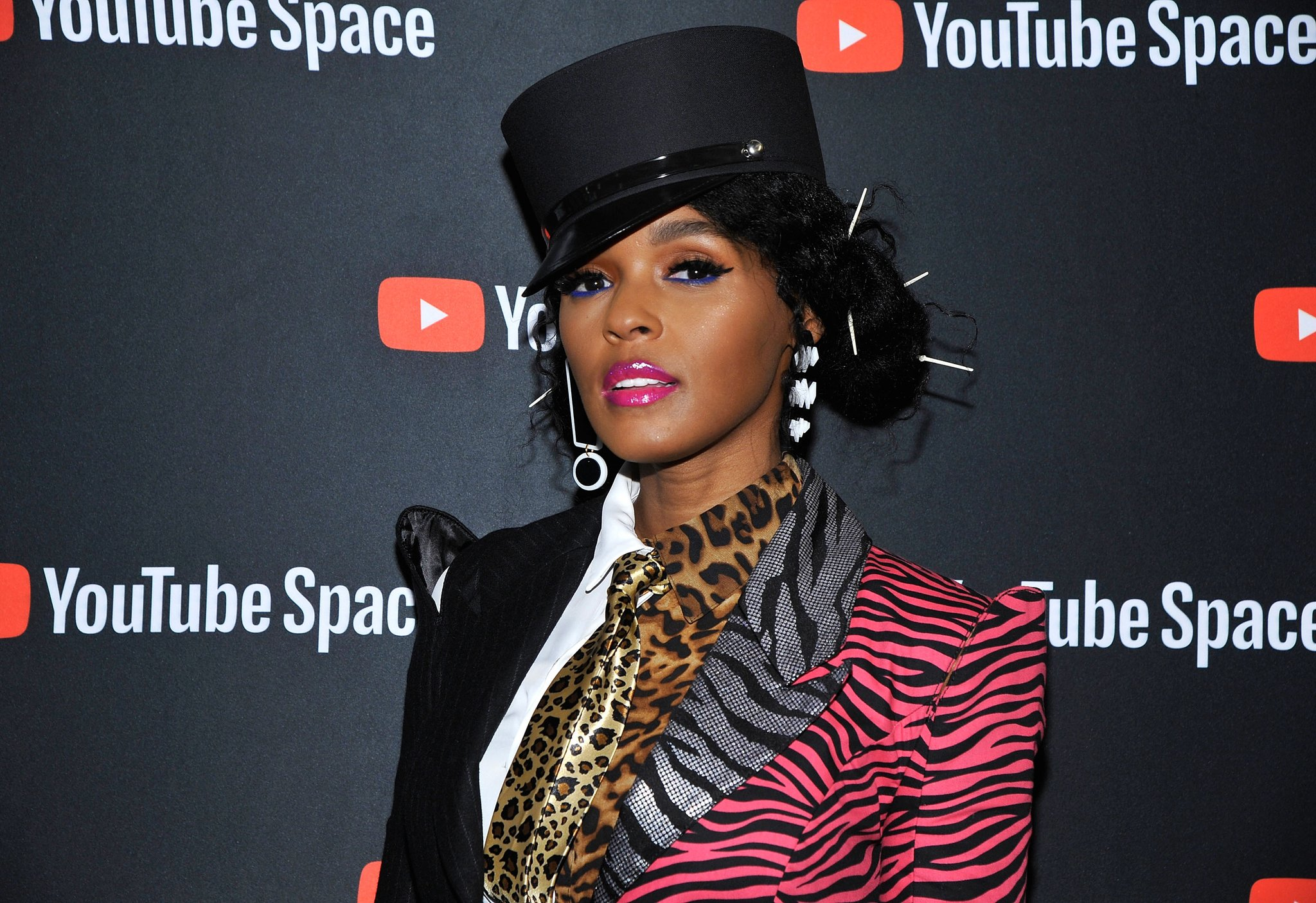 .@JanelleMonae launches app which replaces your playlists with her album. https://t.co/dBykBSuUhr https://t.co/urpvXpxuBt