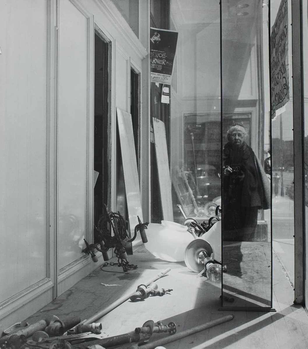 @alixbeeston Object Women - A history of women in photography by Alix Beeston, released March to May 2018. objectwomen (instagram) Imogen Cunningham, Self-portrait on Geary Street (1958). #GenderCrossroads18 @swwgender<br>http://pic.twitter.com/xOFDs7dQvi