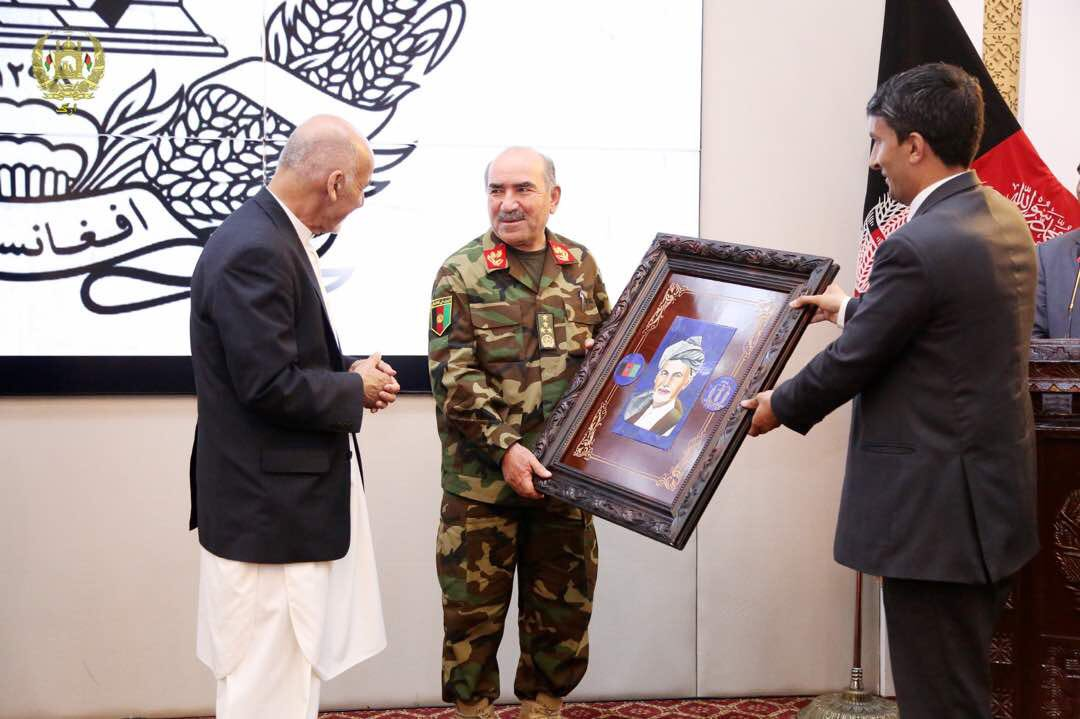 Celebratory pic of @ashrafghani frm hrs before Farah City almost fell. Celebrate yourselves, sure. But do it in some resort on your own expenses.Not public time& coffers. When ~50 young Afghan soldiers R put though slaughter everyday, what R U celebrated for? #deadlydelusions