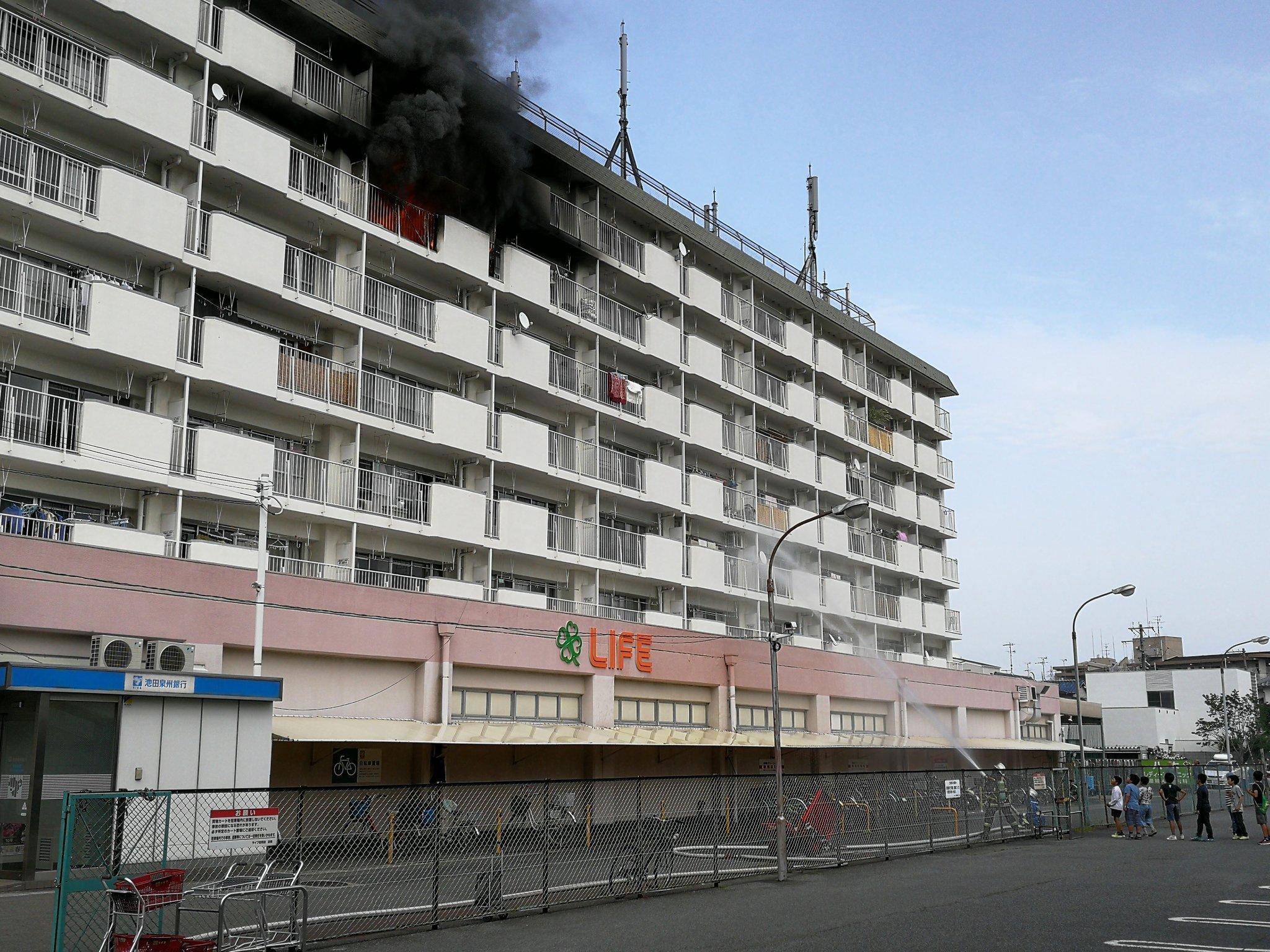 画像,電車に乗ろうと思ったら忠岡の駅前で火事起きてるやん https://t.co/IpKZa7vqZD。