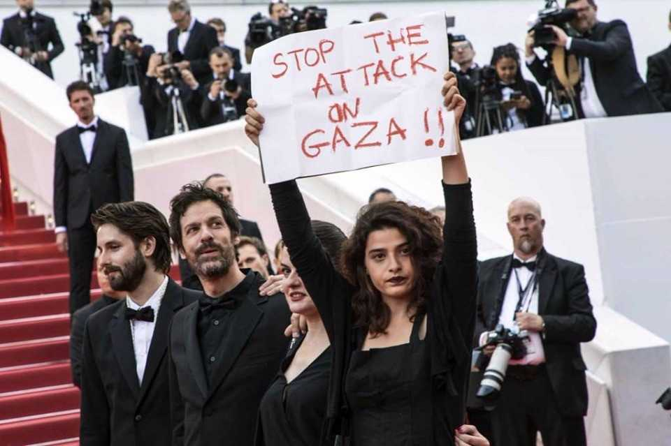 نتيجة بحث الصور عن الفنانة اللبنانية منال عيسى بمهرجان كان: اوقفوا العدوان على غزة