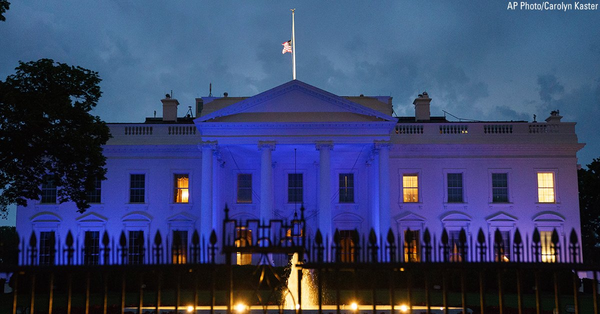 Blue lights illuminate the White House, in Washington, D.C. in honor of Peace Officers Memorial Day. https://t.co/CQHWyiYA27