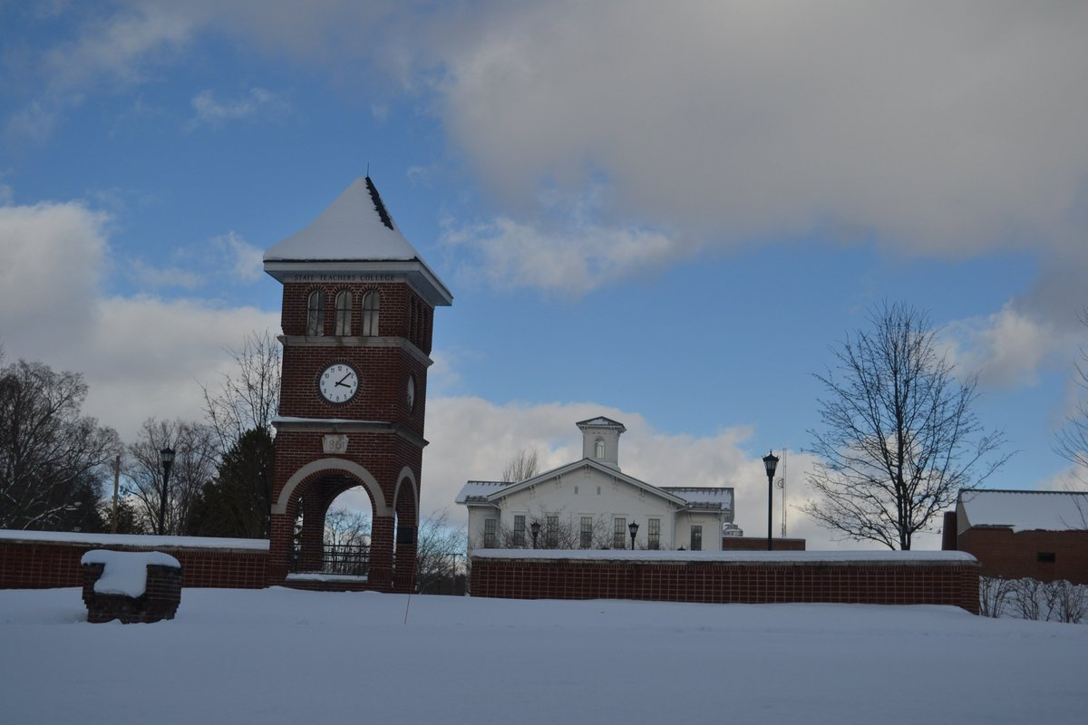 In our little town, we are known for the snow. And 65,000 proud alumni chanting #GoBoro   #PoemYourCity <br>http://pic.twitter.com/6cTJypxkLb