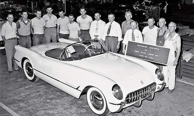 1953 : First Corvette Rolls Off Production Line in Flint