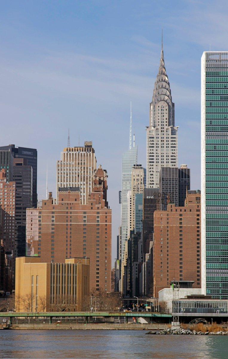 Love the Chrysler building!! @NYCDailyPics @nycfeelings @I_LOVE_NY @discovering_NYC @TimeOutNewYork #WednesdayWisdom #PoemYourCity #NewYork #NewYorkCity #Manhattan<br>http://pic.twitter.com/6xBX5Zhf2s
