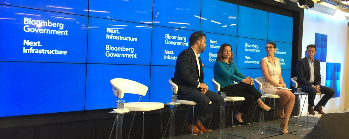 Carlos Cruz-Cass forecasts real-time speed limits that adjust for time of day and conditions. COOL! #smartcities make sense. Great panel led by @canadeau #BloombergNext <br>http://pic.twitter.com/G4oK7nnPxz