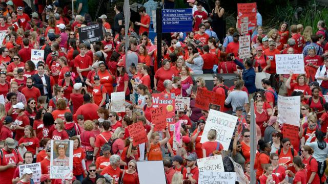 North Carolina teachers flood state capital in march for more education funding https://t.co/NWVN6nf9cF https://t.co/V0X5sBUTf1