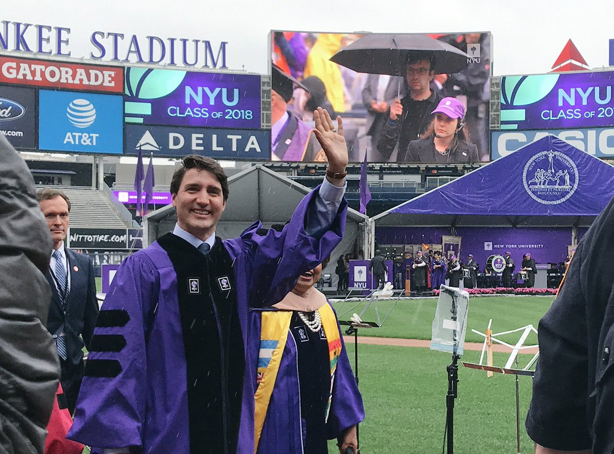 Welcome to @JustinTrudeau, who is giving today's commencement address! #NYU2018 #CongratagradNYU <br>http://pic.twitter.com/qmhwNboJNp