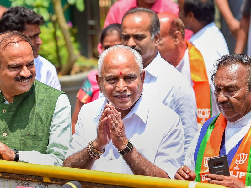 Karnataka Governor invites @BSYBJP to form govt, gives him 15 days to prove majority; oath ceremony at 9am tomorrow https://t.co/QMkUv49RiN