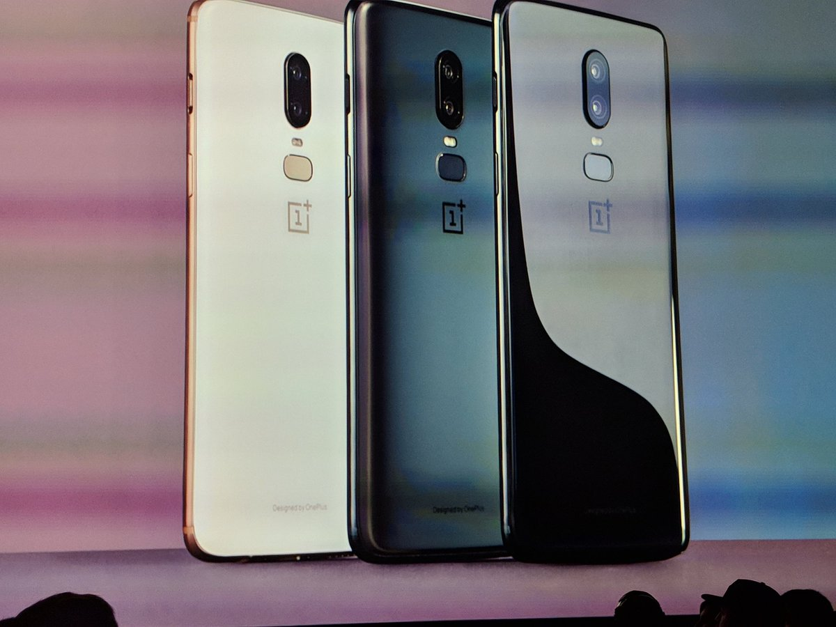 Tres acabados: mirror black,  midnight black y silk white #OnePlus6  https://www. xataka.com/event/oneplus- 6-conferencia-directo-online-novedades-video &nbsp; … <br>http://pic.twitter.com/3C4gQ3WvNd