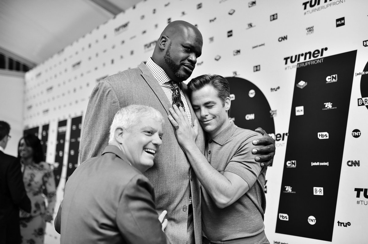 Feel the love on the blue carpet. #TurnerUpfront <br>http://pic.twitter.com/f5HKB3JWv0
