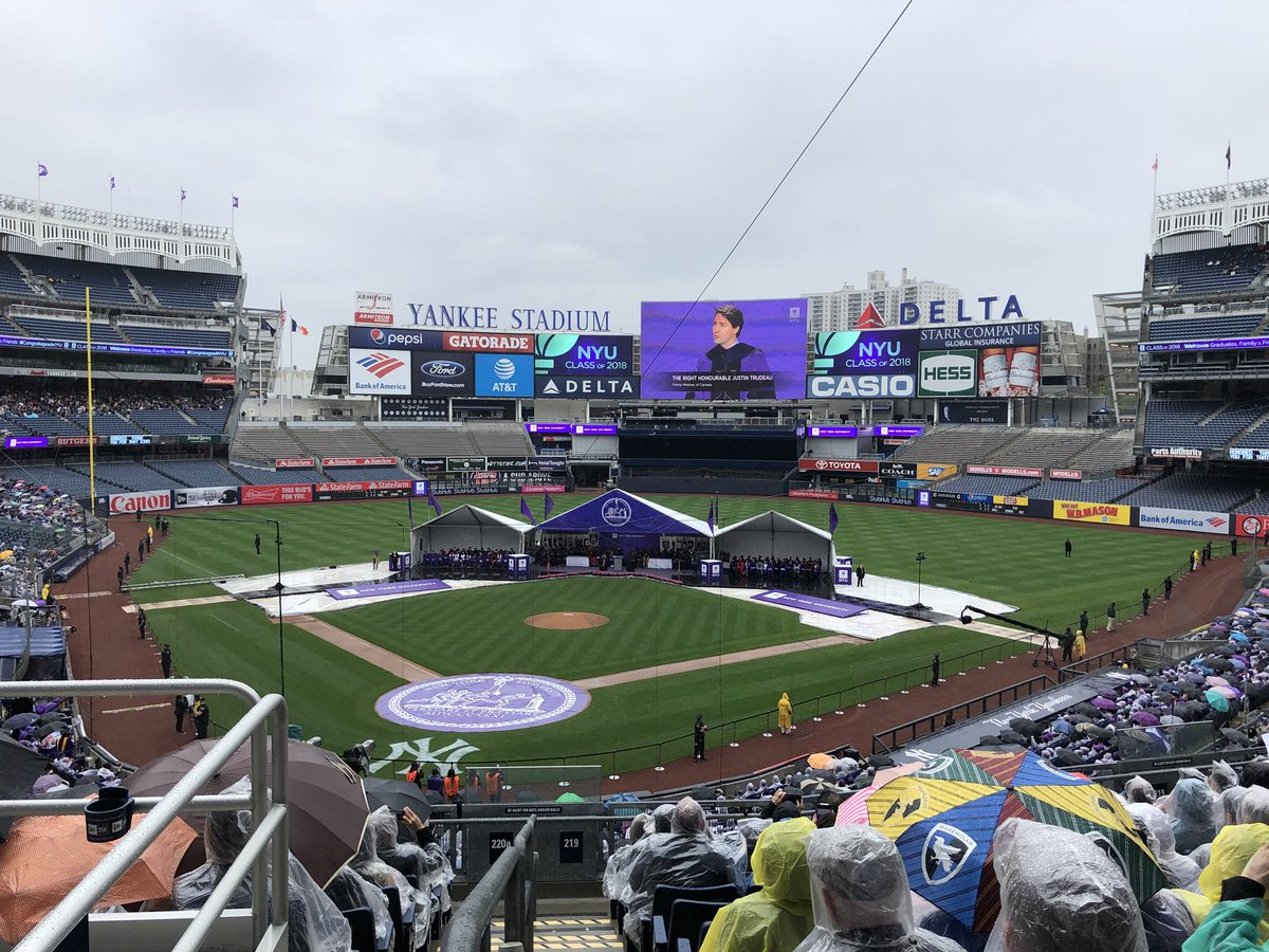 Canadian Prime Minister and Honorary Doctor of Laws degree recipient @JustinTrudeau addresses the @nyuniversity Class of 2018   #YankeeStadium #CongratagradNYU <br>http://pic.twitter.com/001kij0Dy0