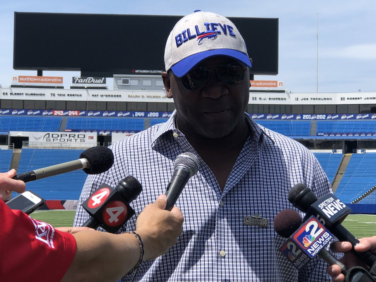 """Thurman Thomas on having his number retired: """"It's been a great 4-5 hours. I couldn't have done this without my teammates and really the fans have been a huge part of my success."""" @WGRZ<br>http://pic.twitter.com/LAhffXJVFM"""