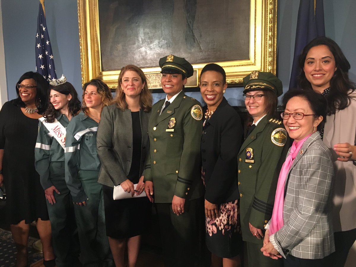 Every single day, women are breaking boundaries and disrupting stereotypes. Proud to stand with such a diverse group of leaders who have defied barriers, demanded change and made their own #nycpowermove <br>http://pic.twitter.com/LOcv7jX0Iw