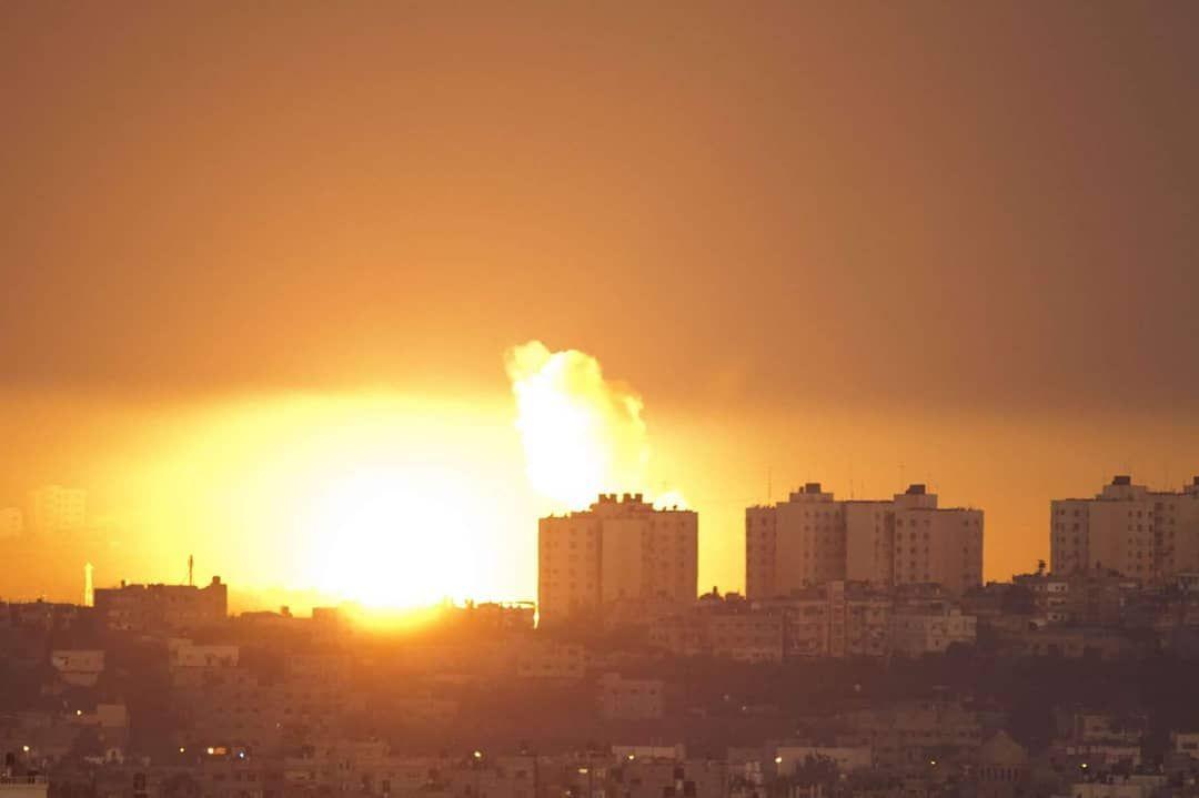 #Terkini   ⏹Kapal perang Israel mengebom beberapa kawasan di utara  Semenanjung Gaza dengan 4 peluru berpandu.   ⏹Kapal peronda Israel mengembom kawasan tentera di  Barat Bandar Gaza.   #GazaUnderAttack  #AmanPalestin