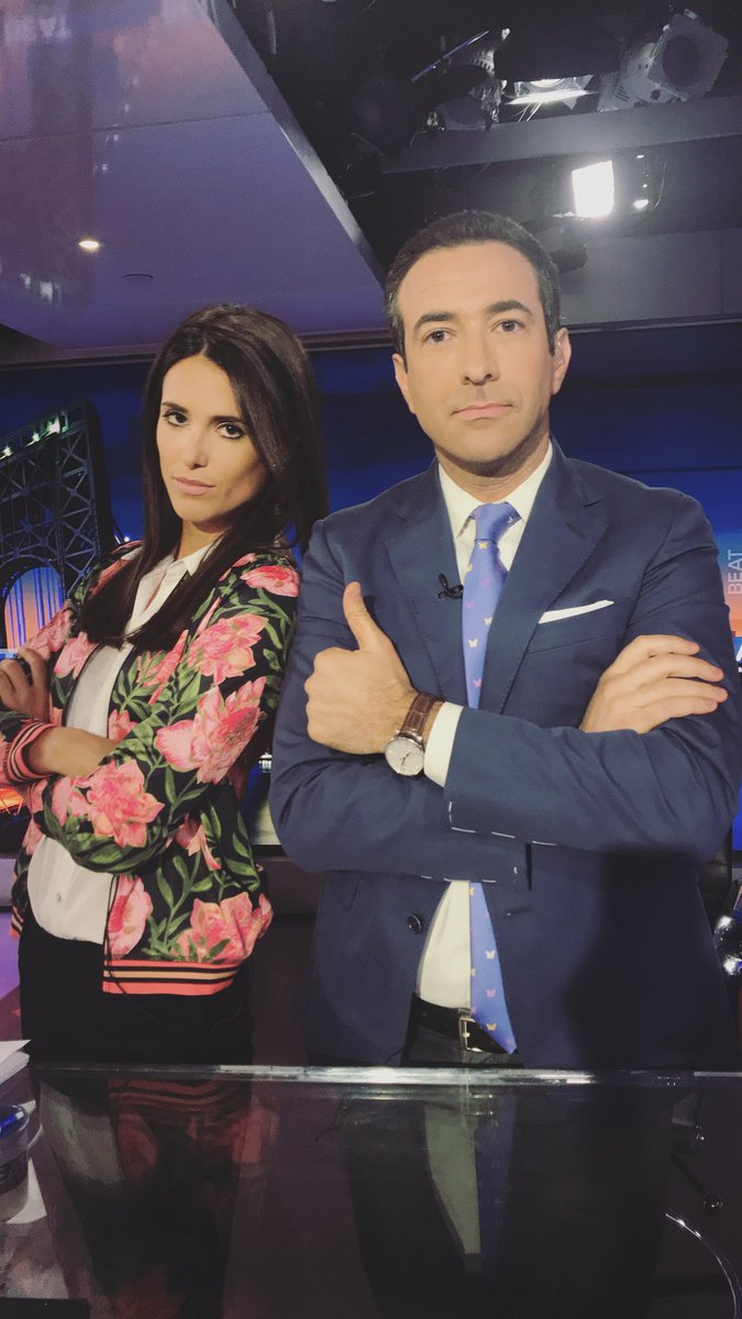If this picture gets 10 000 likes @AriMelber and i will switch blazers