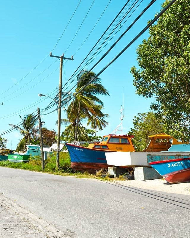 Welcome to Six Mens Bay! This is a cute fishing village located just North of Speightstown.  We just love all the colourful boats here!! Do you prefer small village or the big cities? . . . . . . . . . . . . #BarbadosLiving #Barbados #BestOfBarbados #Car… https://ift.tt/2rMGCLLpic.twitter.com/zjVcWbj890