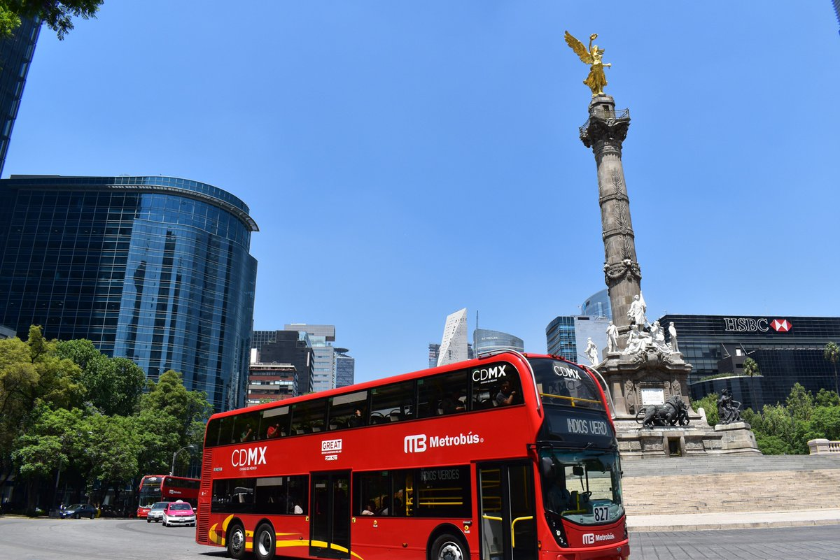 Ing. Guillermo Calderon, HMA @DuncanJRTaylor, @amievajoserra, Nick Bridge and @DeborahBronnert ride the new @ADLbus through Reforma in Mexico City. #InnovationIsGREAT<br>http://pic.twitter.com/J3t30N5kKX