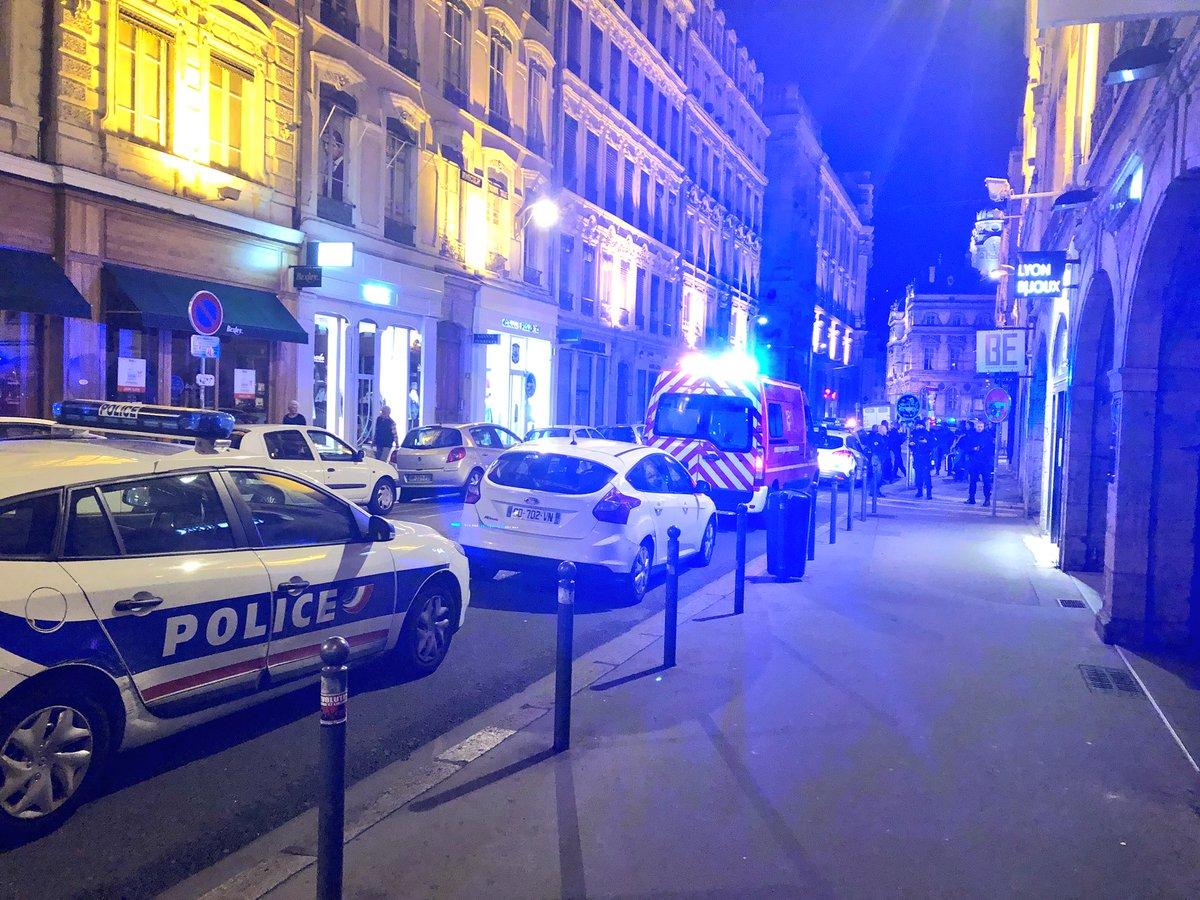 Un #Marseillais qui a été frappé est pris en charge par les pompiers. Blessures légères.  - FestivalFocus