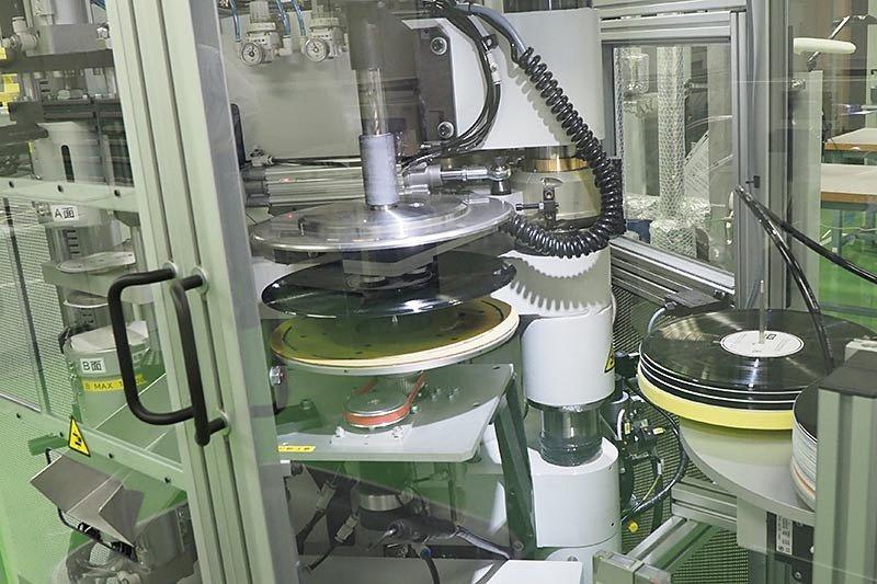 ソニー29年ぶり復活のレコード生産工場を見た。今だから作れるアナログとは? https://t.co/QMcf0Kzo6l
