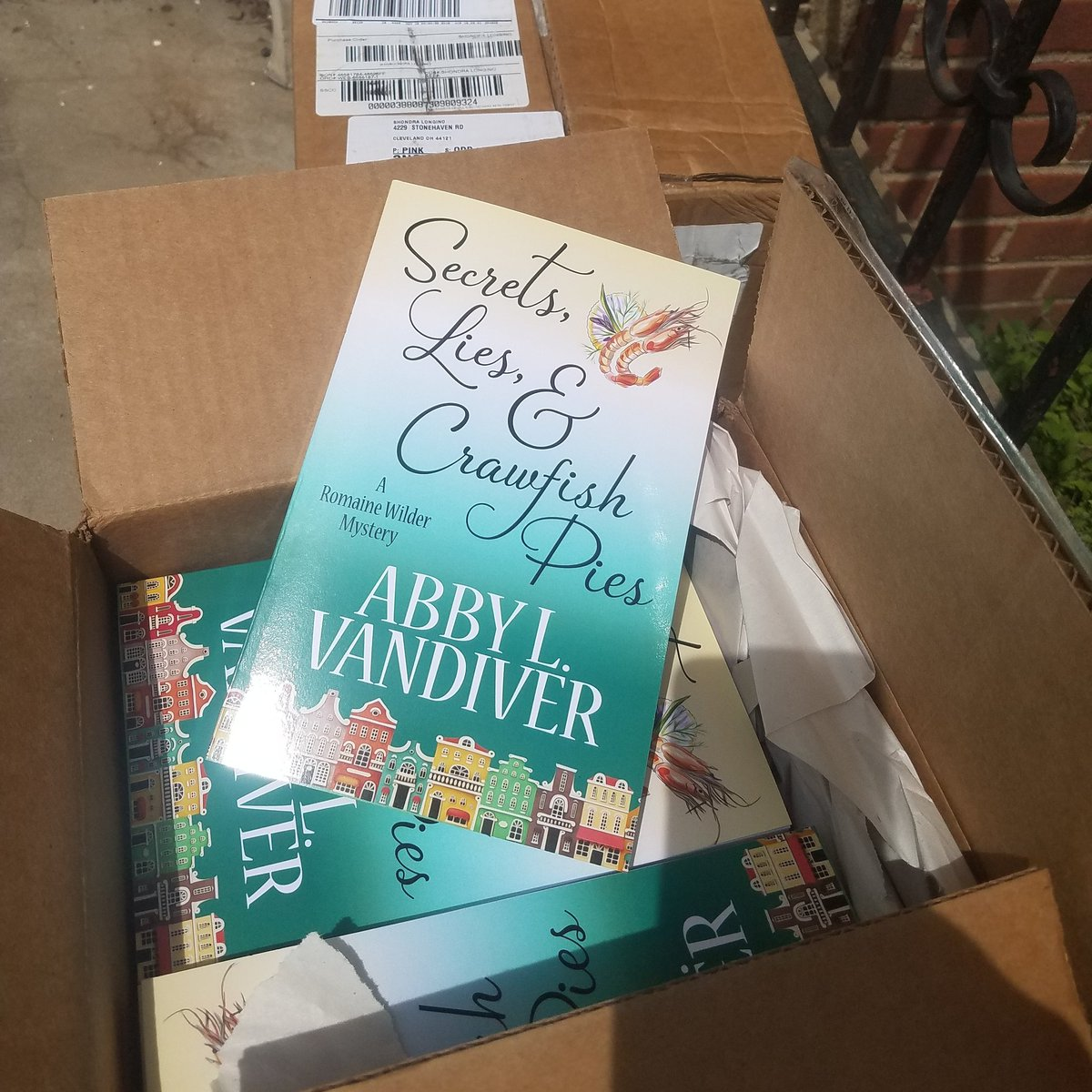 I&#39;ve got mail! #published #SoHappy #henerypress #CozyMystery #ASMSG #IARTG<br>http://pic.twitter.com/2mRmtR3eJA
