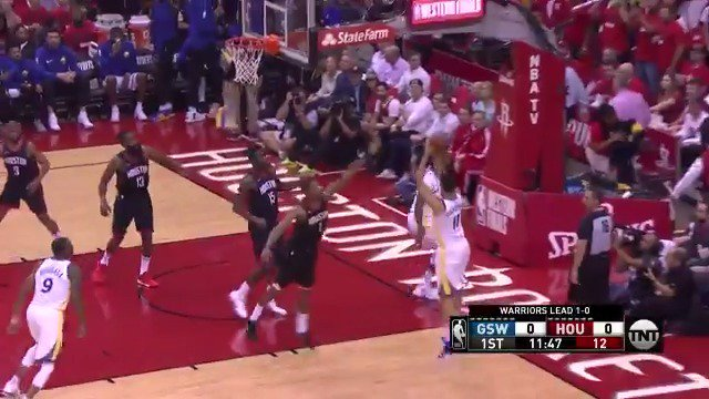 Klay Thompson baseline jumper to get Game 2 underway!  #DubNation x #Rockets   ��: @NBAonTNT https://t.co/BKuveCMxcX