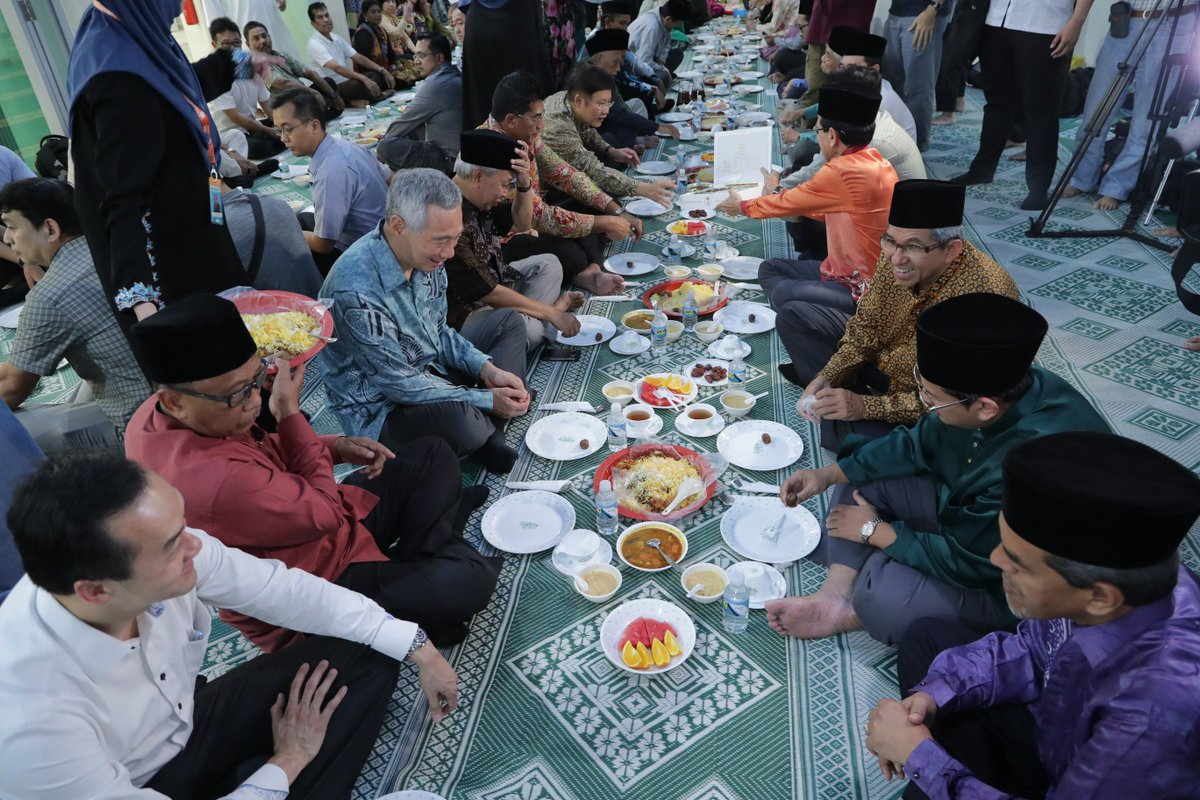 A blessed Ramadan to all Muslim friends! Today marks the start of Ramadan & I hope to join in an iftar soon. – LHL https://t.co/PujX1iJHkA