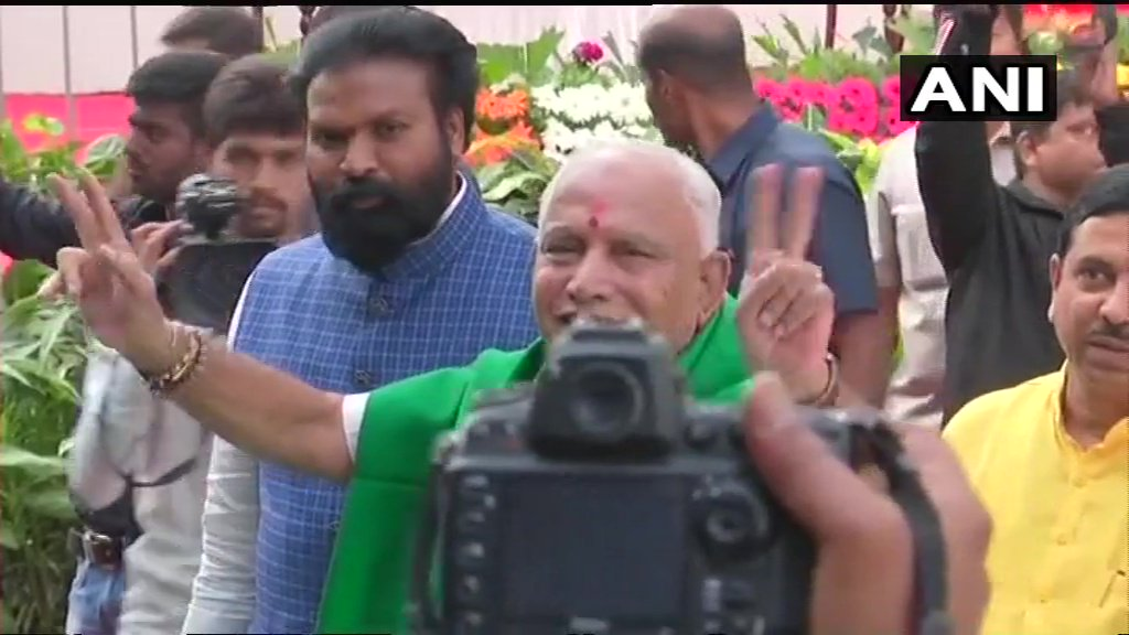 #Karnataka: BS Yeddyurappa arrives at Raj Bhavan, to take oath as Karnataka Chief Minister shortly