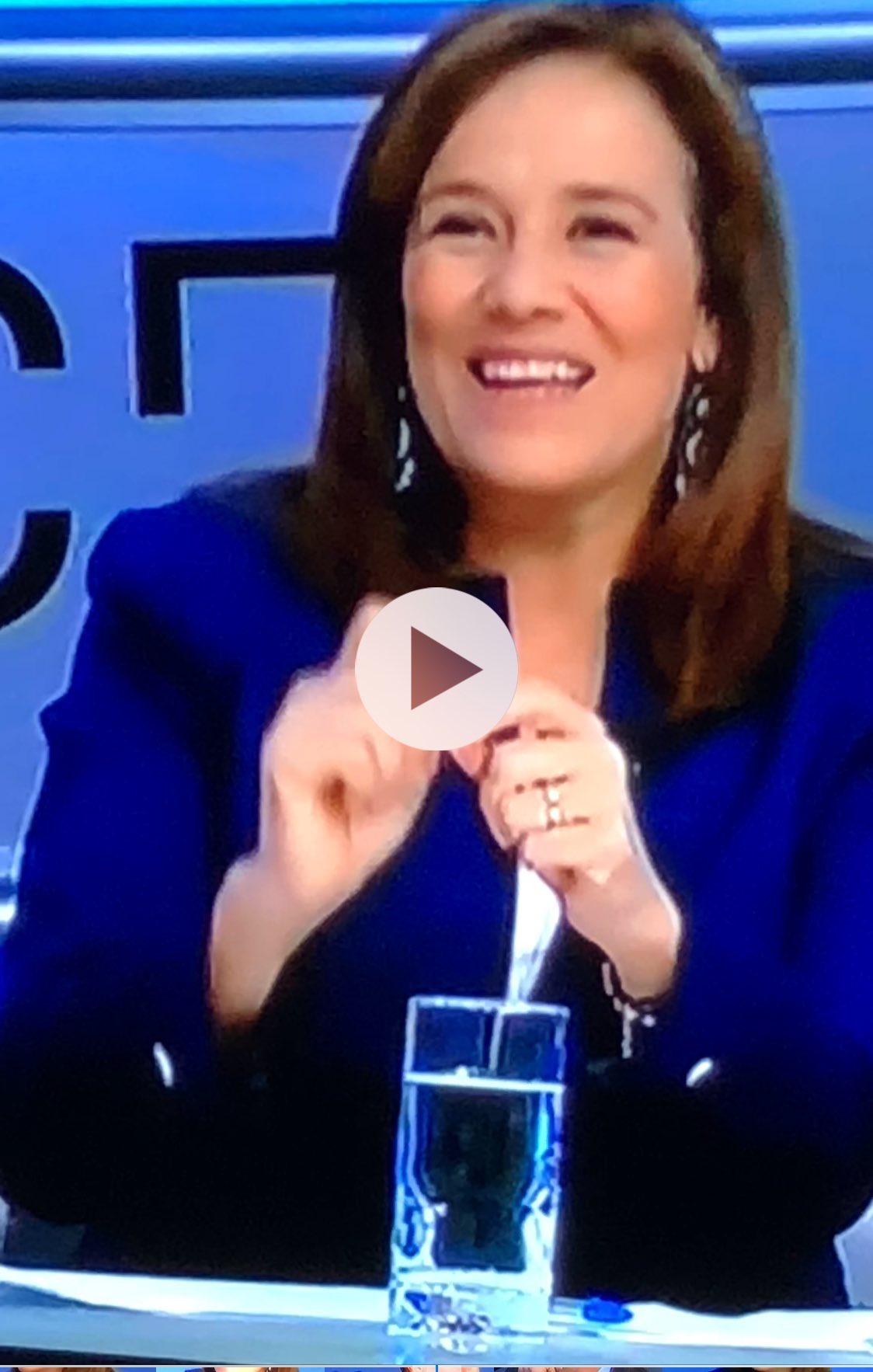 Mucho más contenta y relajada que en el debate. #MargaritaEnTercerGrado https://t.co/oE48WThpwp