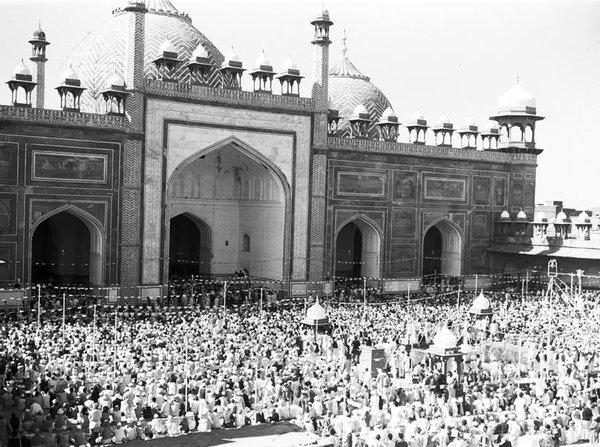 1950s :: Prayers In Jama Mosque , Delhi  #RamzanMubarak <br>http://pic.twitter.com/nNka0Mjhyv