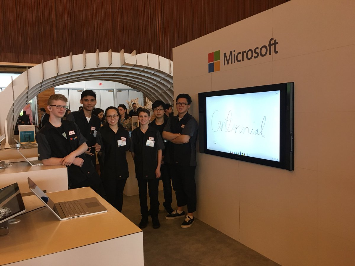@MicrosoftVan @sd43bc @Aciolfitto Centennial students showing off their VR Game and Accelerometor/flex sensor 2D drawing program #BCTECH #YouthInnovate #makersgonnamake<br>http://pic.twitter.com/exKERkEPrX