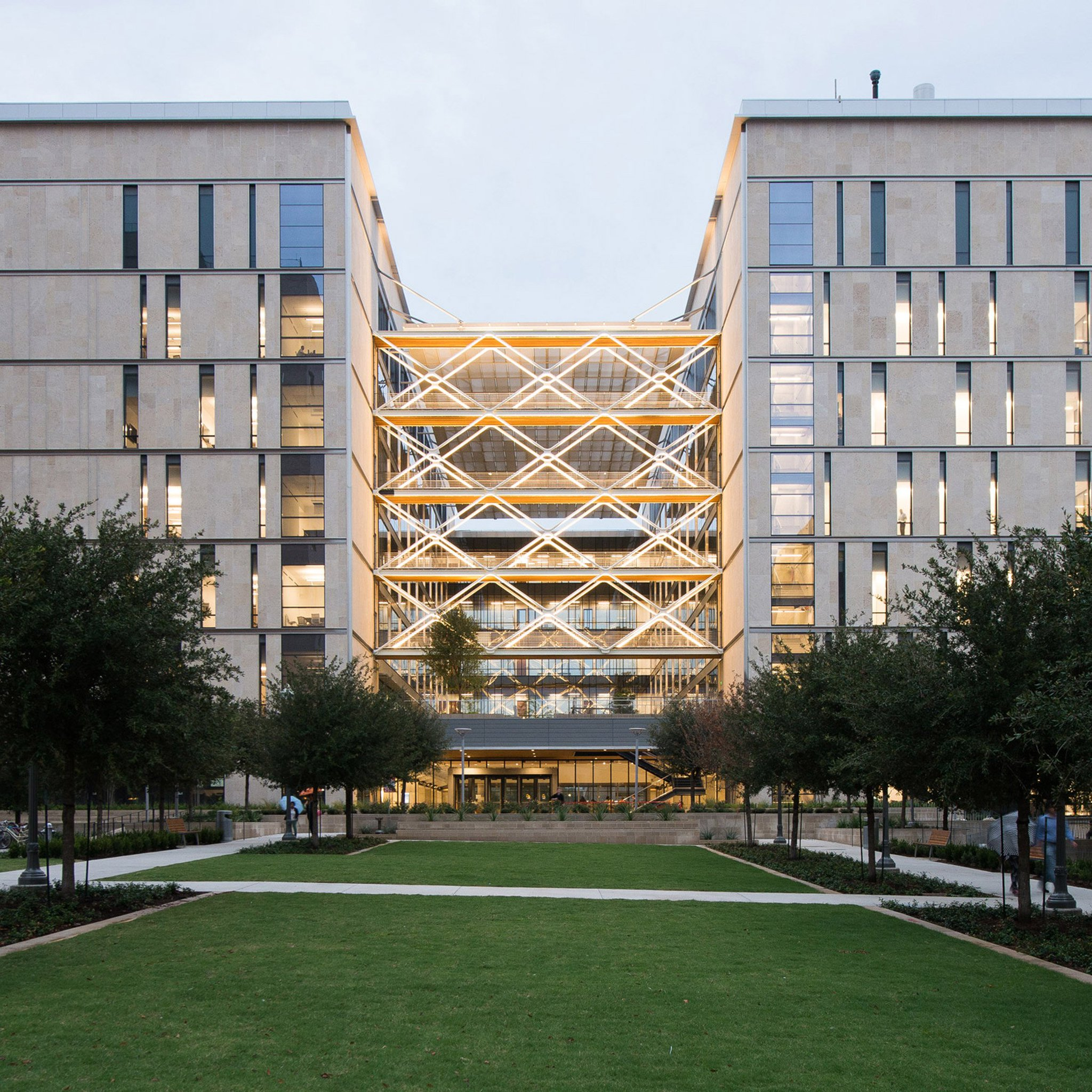 Giant metal lattice fronts atrium of Texas engineering school by Ennead https://t.co/xq7GFnpyjC https://t.co/QfCWYXLjuV