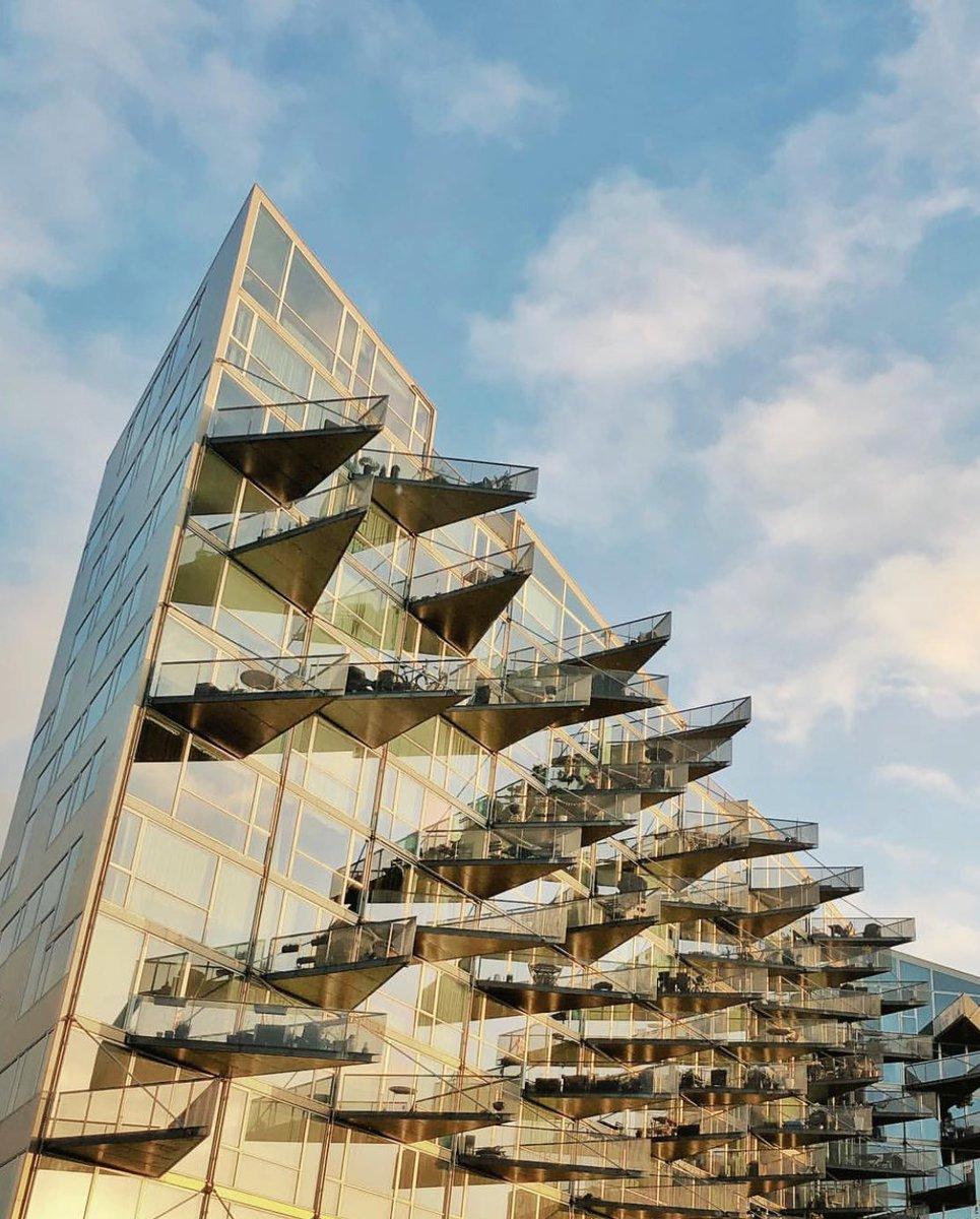@irfan_batur Ben de tam bu binanın fotoğraflarına bakıp Kopenhag'a gitmeyi düşünüyordum. ( VM Houses-Husene-)