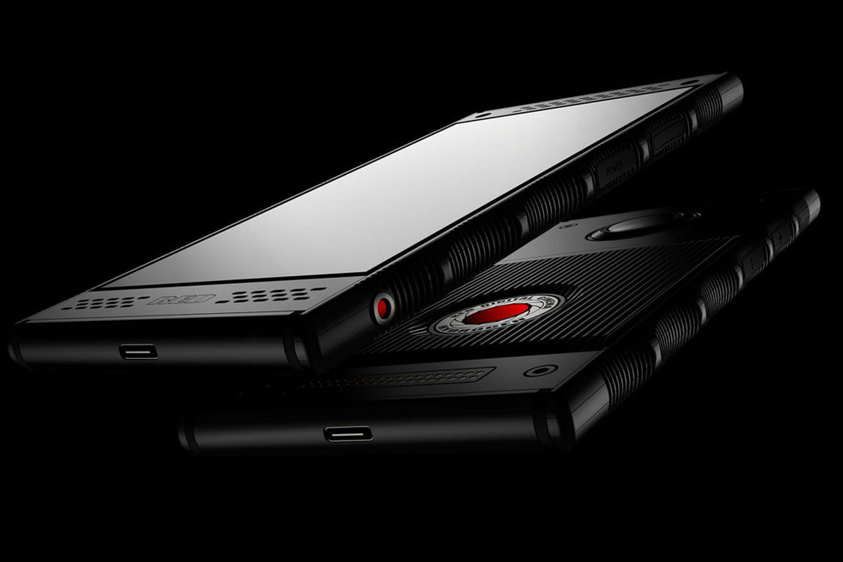 RED's Hydrogen One is officially coming to AT&T and Verizon this summer 👀  theverge.com/circuitbreaker…