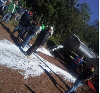 their motto is &quot;sem caminhão o brasil para&quot; (without trucks, brazil stops), which is an accurate statement. universities are canceling classes because there&#39;s no transportation. everyday, farmers have to throw away thousand of litres of milk. animals are dying of starvation. <br>http://pic.twitter.com/WX2vOzRXDH