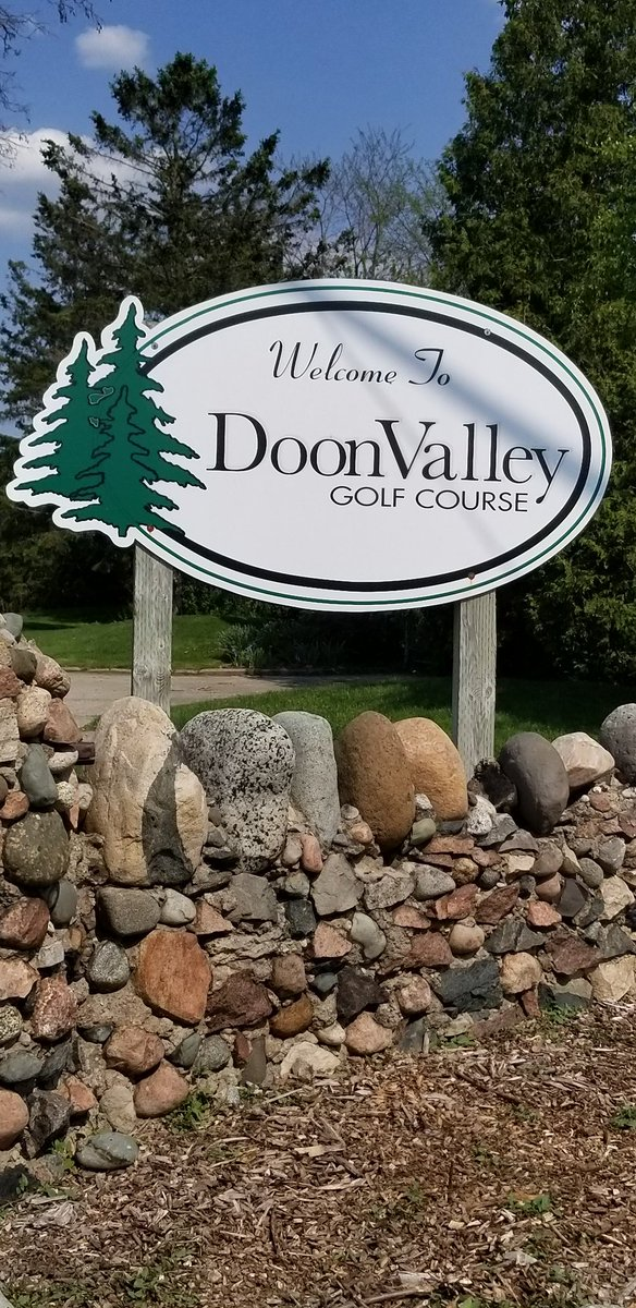 DYK.....you can walk to this course from Doon or Cambridge campus? #kwaweskme #thinkconestoga #FORE!<br>http://pic.twitter.com/LU8c0fWjj3 &ndash; à Doon Valley Golf Course