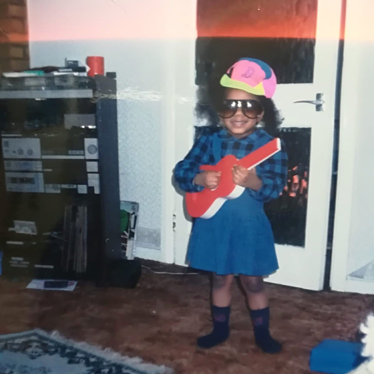 Running tings. #tbt #fromwheniwasyoung #thatstereotho #tapes #90s #goodtimes #music #toyguitars #musicalfamily #imissthe90s pic.twitter.com/fz7iVlWjwB