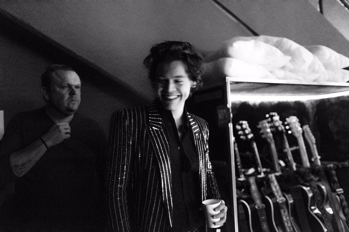 📸 King of the candid photo, @Harry_Styles 📸