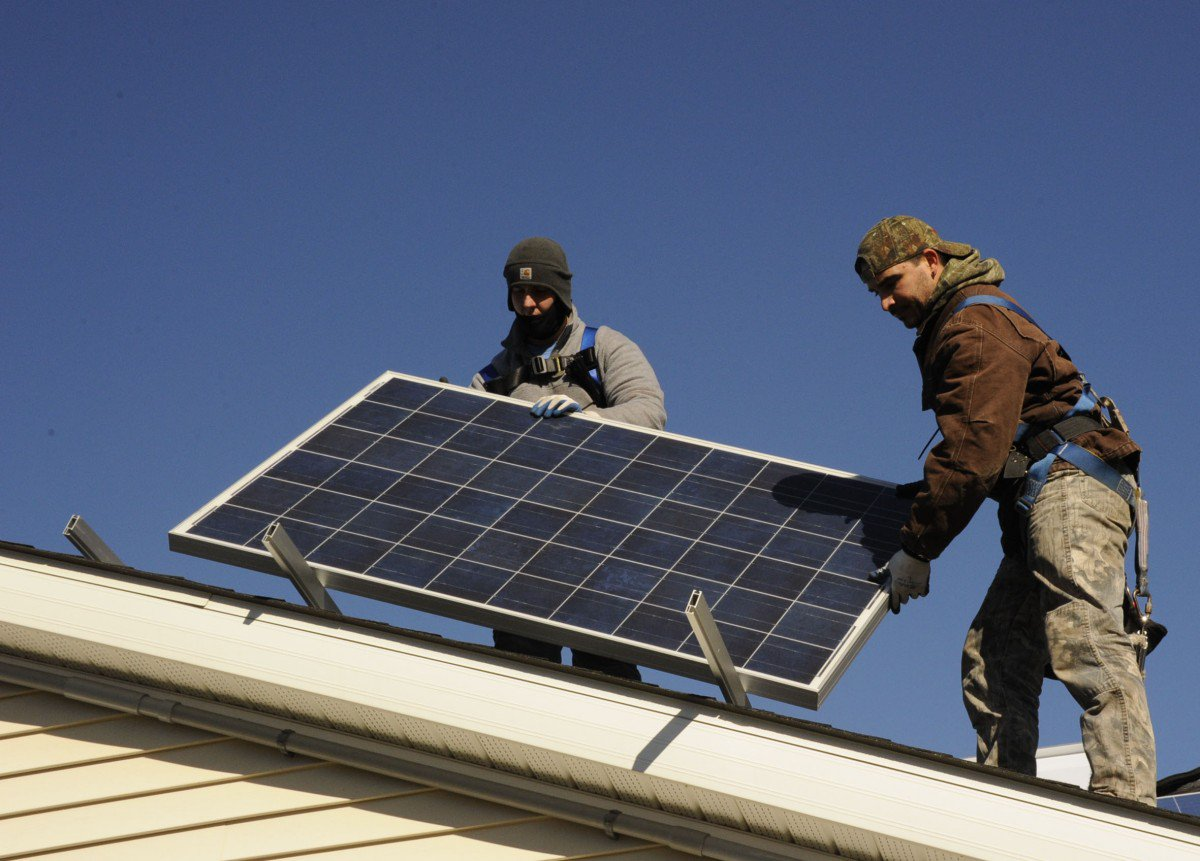 Solar Is Third Greatest Renewable Energy Source—What Does This Mean for Cities?  http:// dlvr.it/QV0hxW  &nbsp;  <br>http://pic.twitter.com/DWILOQBOyT