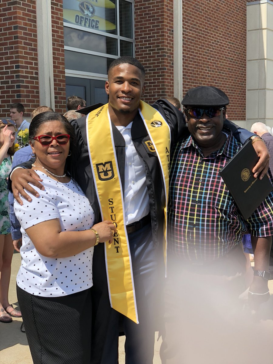 Graduated two weekends ago and got accepted into Mizzou's MBA program today! Beyond thankful for this opportunity. <br>http://pic.twitter.com/Zt4W2H7l9N