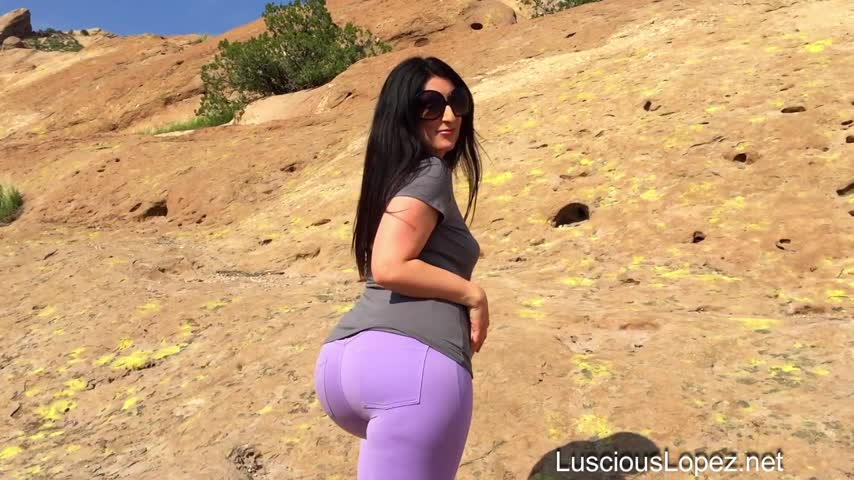 RT @luscious_lopez: Hot vid sold! Luscious Lopez purple jeans https://t.co/Rw4Kf8eiir #ManyVids https://t.co/NJRvm515H2
