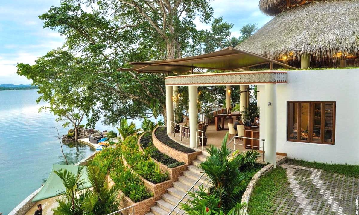 Treat your mother to a relaxing boutique retreat by Lake Petén Itzá in #Guatemala #AnywhereVacation #PerfectTrip ow.ly/qZPp30jLybb