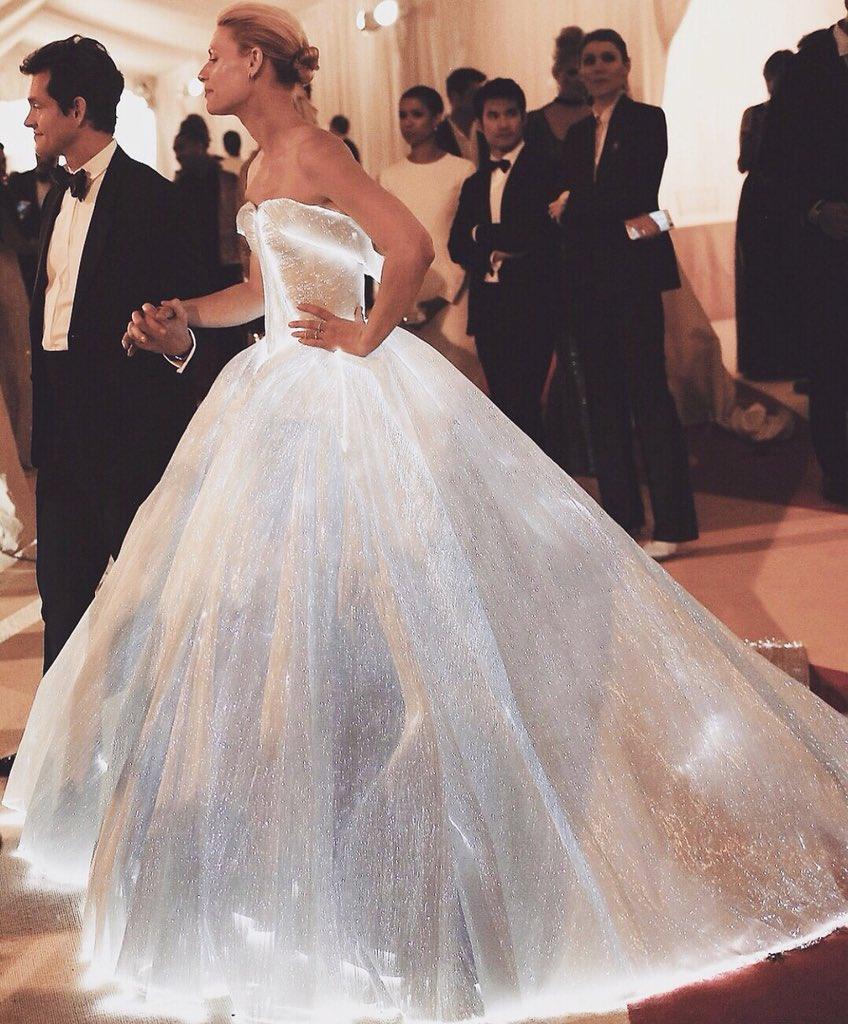 remember when Claire Danes killed the met gala 2016 with this dress by Zac Posen.  <br>http://pic.twitter.com/FLFtlNynfZ